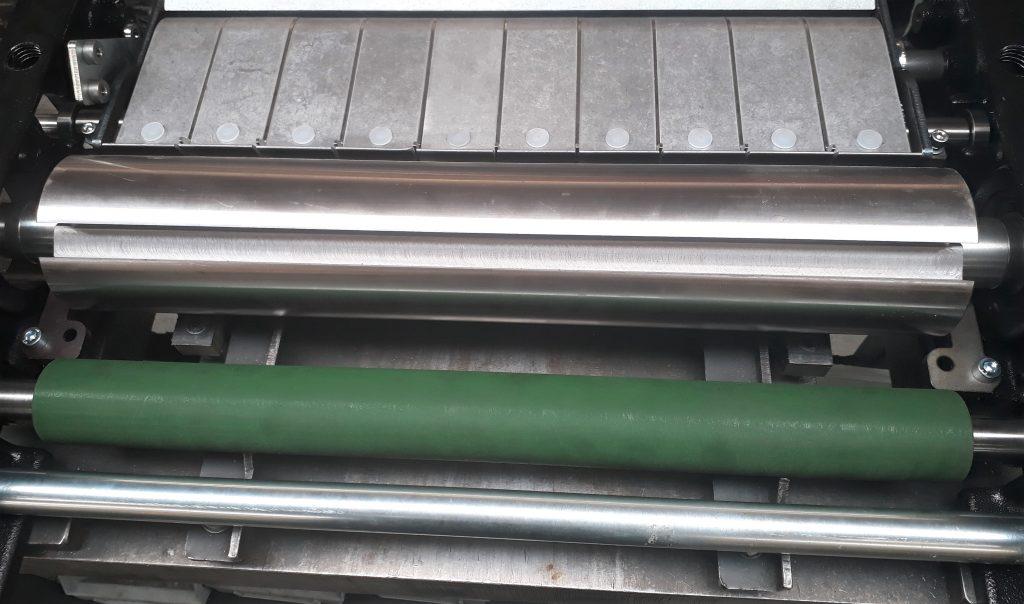 De rubberen uitvoerwals