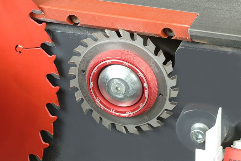 Adjustable scoring blade